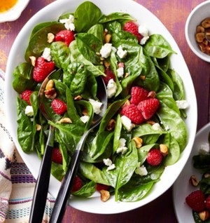 Spinach Salad with Hazelnuts, strawberries & Goat Cheese